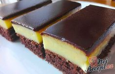 Banánové řezy s čokoládovou polevou Top Recipes, Sweet Recipes, Cake Recipes, Healthy Diet Recipes, Cooking Recipes, Best Dishes, Sweet Cakes, Sweet Desserts, Food Cakes