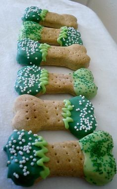 Saint Patricks Day Decorated BonesHomemade by PosBagofBonesBakery, $8.75