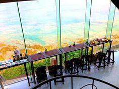 夏の人気旅行先と言えば、やはり「沖縄」。沖縄には様々な観光スポットがありますが、今回は、ドライブの途中に立ち寄れる絶景ロケーションカフェを10つご紹介いたします。沖縄の美しい海を見ながらちょっと休憩してみては?【沖縄観光の徹底ガイドおすすめ記事】移住者が伝授する沖縄観光の完全ガイド!泊数別モデルプラン、格安旅