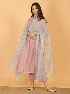- Source by dayozuri - Pakistani Fashion Casual, Pakistani Dresses Casual, Pakistani Dress Design, Designer Party Wear Dresses, Kurti Designs Party Wear, Indian Attire, Indian Ethnic Wear, Indian Wedding Outfits, Indian Outfits