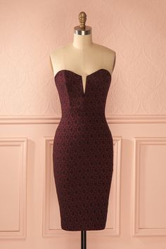 Burgundy room on pinterest burgundy walls burgundy for C meo bedroom wall dress