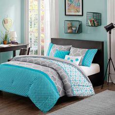 Intelligent Design Clara Reversible Comforter Set in Blue