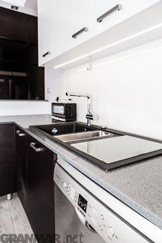 Blat kuchenny z konglomeratu kwarcowego Glitter Silver #kitchen #countertop #quartz #Glitter #Silver