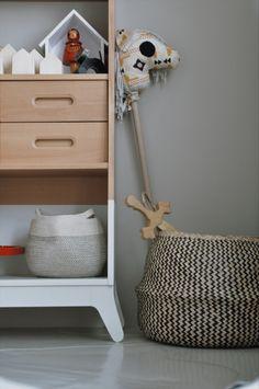 Kinderzimmer für Geschwister mit viel Liebe zum Detail, vintage Möbeln und viel Holz