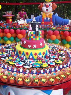 festa circo - bolo e mesa de doces