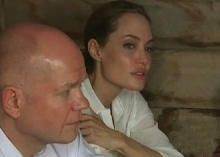 Angelina Jolie urges G-8 nations to end sexual violence - CBS News. Celebs doing good work. More people should follow her great example.