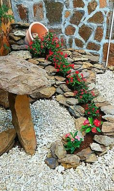 Simple, easy and cheap DIY garden landscaping ideas for front yards and backyard. - Simple, easy and cheap DIY garden landscaping ideas for front yards and backyards. Front Yard Landscaping, Landscaping Design, Diy Landscaping Rocks, Front Yard Decor, Luxury Landscaping, Outdoor Landscaping, Landscaping Plants, Black Rock Landscaping, Waterfall Landscaping