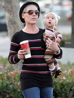P!nk & Willow.  Looove Willow's hattt!!!
