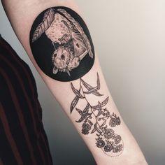 Super Cool Bat Tattoo Ideas That Would eave Everyone Speechless Pretty Tattoos, Love Tattoos, Black Tattoos, Body Art Tattoos, Tatoos, Beautiful Tattoos, Dark Tattoo, Tattoo On, Aster Tattoo