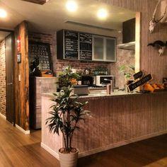 tsuyo44さんの、キッチン,カフェ風,カウンターキッチン,メンズ部屋,レンガ壁紙,冷蔵庫リメイク,木目壁紙,壁紙DIY,海外インテリアに憧れる,カフェ化計画,木目調壁紙,黒板シート,アートをインテリアに取り入れたい,フォロワーさん1000人ありがとう,ブルックリンスタイル,Instagramやってます,カフェ部屋,カフェ風インテリアを目指して,ブルックリンスタイルに憧れる☆,のお部屋写真