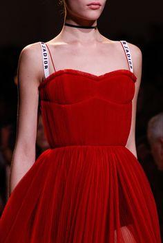 Sfilata Christian Dior Parigi - Collezioni Primavera Estate 2017 - Dettagli - Vogue