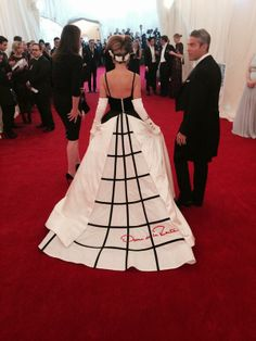 SJP back view, gown by Oscar de la Renta.