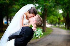 Dizem que o bem-casado é servido no final das festas de casamento para trazer sorte e prosperidade aos noivos recém-casados. Simbolizando assim a união e o compromisso mútuo... ♥  www.noivinhostopodebolo.com