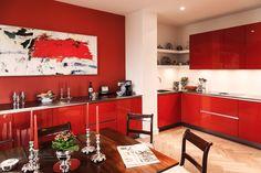 Hans Kwinten Interieurprojecten in Bergeijk. Maatwerk | meubels | interieurinrichting | haardmeubels | keukens | badkamers | kasten | projecten | interieur | inspiratie | design | ontwerpen | op maat | styling | interieur advies | ambacht | kleurrijk | rood | hoogglans | strak | modern | landelijk | klassiek | wonen | leven |