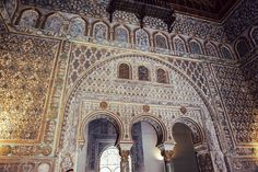 My top 5 places to visit in Seville on the blog, this is El Real Alcazar!    Seville was taken over by the Muslim kingdom rulers which is why you see so much elaborate Moroccan architecture, vibrant patterned tiles in the Mudéjar-style and stunning gardens with patios overflowing with flowering plants.