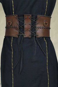 Wide leather belt, back