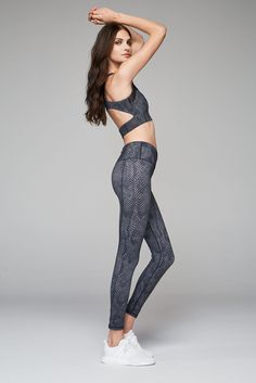 Luxury activewear from Varley. Shop the latest Varley arrivals on Fashercise now ! Snake print leggings and sports bra the perfect workout outfit