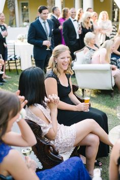 wedding guests sitting on over-sized chair rentals http://itgirlweddings.com/16095-2/