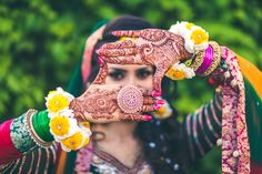 List For Mehendi Songs : Mehendi is one of the oldest forms of body arts conceived by man. Mehendi is a pre wedding ceremony. Wedding Songs, Wedding Events, Wedding Ceremony, Mehndi Video, Fashion Photography Poses, Mehandi Designs, Mehendi, Henna, Body Art