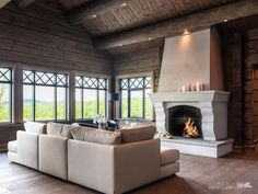 Nyoppført lekker hytte med flott og attraktiv beliggenhet. | FINN.no Project R, Mountain Cottage, Log Homes, Real Estate, House Design, Rustic, Interior, Home Decor, Fireplaces