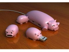 Baby Pigs USB and Mom Pig USB HUB :-) @Jacqui Lambert If I could get it it would be an awesome pressie for you ♥
