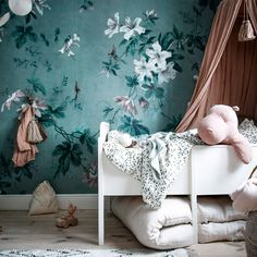 Happy Friday everyone! Wishing you all a pleasant weekend by sharing this enchanting image of wallpaper Faded Passion Green taken by… Tree Wallpaper, Flower Wallpaper, Bedroom Wallpaper, Kids Wallpaper, Kids Decor, Home Decor, Modern Room, Girl Room, Decoration