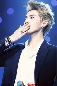 Kris. We will send you off with smiles and love. We will stay by your side and make you happy. We believe in you and the fandom will not break. Forever 12. #Webeliveinyoukris