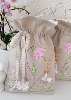 Applique Patterns, Applique Designs, Bunny Bags, Fabric Gift Bags, Free Motion Embroidery, Creation Couture, String Bag, Kids Bags, Spring Crafts