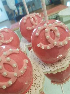 Pink Chanel candy apples  #oneskinnybaker