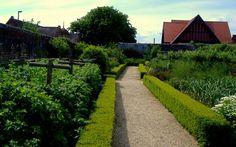 Arundel Castle Gardens: The Duchess's Vegetable Garden Arundel Castle, Castle Gardens, The Beautiful Country, Vegetable Garden, Sidewalk, England, Explore, Rock, Vegetables