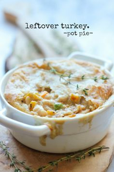 Leftover Thanksgiving Turkey Pot Pie - An easy, no-fuss comforting pot pie using leftovers and ingredients that you already have on hand! And other turkey dishes Thanksgiving Leftovers, Thanksgiving Recipes, Holiday Recipes, Turkey Leftovers, Thanksgiving Appetizers, Fall Recipes, Leftover Turkey Recipes, Leftovers Recipes, Table D Hote
