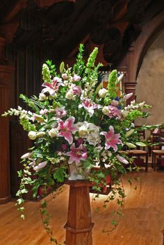 Selecting The Flower Arrangement For Church Weddings – Bridezilla Flowers Alter Flowers, Big Flowers, Bridal Flowers, Beautiful Flowers, Church Wedding Flowers, Funeral Flowers, Large Flower Arrangements, Bouquets, Arte Floral