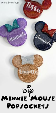 DIY Minnie Mouse PopSockets - As The Bunny Hops® Grab your favorite glitter and make the world's cutest DIY Minnie Mouse PopSockets for your phone! Get the details on this fun Disney craft at As The Bunny Hops! Diy Resin Art, Diy Resin Crafts, Diy Craft Projects, Crafts To Sell, Wood Crafts, Glitter Crafts, Paper Crafts, Mickey Mouse Shirts, Minnie Mouse