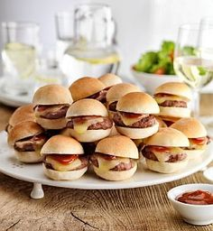 M 18 Mini Hamburgers Product Code: 00871396 Mini Hamburgers, Party Food For Teenagers, Party Food Themes, Party Ideas, Theme Parties, Supernatural Party, Chocolate Party, Mad Hatter Tea, Finger Foods