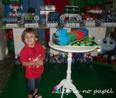 Alegrando o aniversário de 3 anos no Bernardo!   Identidade visual e brindes criados pela Alegria no Papel!  Tema: Thomas e seus amigos.