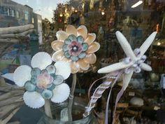 Seashell FlowerCustom by SeaThingsVentura on Etsy Flower Mirror, Sea Shells, Crafty, Unique Jewelry, Handmade Gifts, Flowers, Diy, Vintage, Sunshine