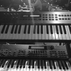 View from my cubicle #livemusic #keys #roland #saturdaynight #jazz #hiphopmusic #atlnightlife #cafe290 #rolandkeyboards
