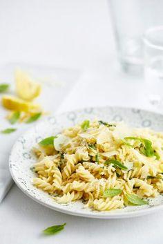 Rigatoni s avokádovým pestem a sušenými rajčaty Fusilli, Rigatoni, Pasta, Ethnic Recipes, Bude, Fit, Shape, Pasta Recipes, Pasta Dishes