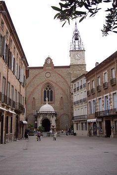 Perpignan cathedrale saint-Jean Guide du tourisme des Pyrénées-Orientale Languedoc-Roussillon