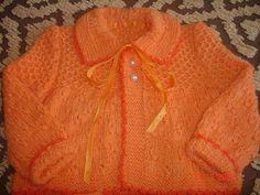 CASAQUINHO LARANJA Material: três novelos de lã para Bebê cor de sua preferência (novelo com 40g).1 cone de linha brilhante tipo Suzi para a...
