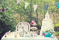 Alice in Wonderland tea party inspired e-session. Styled by Bodas de Cuento. Photo by Neima Pidal