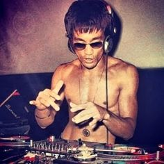 Bruce Lee on the decks an' mixin' some rock solid kung-fu beats.