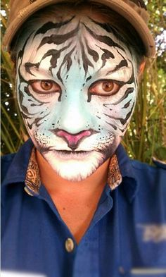 40 simple tiger face painting ideas for fun 40 simple tiger face painting ide Tiger Makeup, Animal Makeup, Animal Face Paintings, Animal Faces, Face Painting Designs, Paint Designs, Tiger Face Paints, Adult Face Painting, Tiger Costume