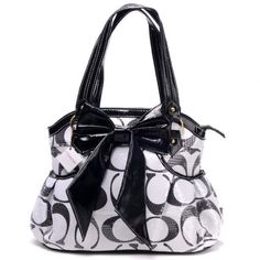 I usually dont care for designer bags, but this one, omg.