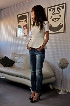 Top: Zara, Jeans: Zara, Shoes: Punky b x Minelli, Bracelet: Joomi Jim, Belt: Maje, Necklace: Forever 21