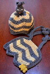 Ravelry: Bzz Bzz Bumblebee Baby and Toddler Hat and Bib pattern by Glenna Muse