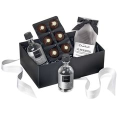 The perfect gin gift! A collection of our best loved gin-inspired recipes. Plus two bottles of our Great Taste Award-winning Cocoa Gin! Hotel Chocolate, Luxury Chocolate, Chocolate Shop, Chocolate Gifts, Gifts For Gin Lovers, Gin Gifts, 30th Gifts, Cocoa, Chocolate Hampers