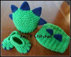 Um ponto de cada vez para Amy B costurado: Chapéu do dinossauro do bebê recém-nascido e Diaper Cover Set e uma revisão do teste padrão por monstro / Sapatinho de dinossauro