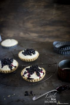 These mini blueberry cheesecakes look delicious, must try.