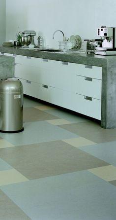 concrete worktops and cool floor colours Vct Tile, Modern Flooring, Linoleum Flooring, Vinyl Flooring, Kitchen Flooring, Click Flooring, Tile Floor, Floor Patterns, Tile Patterns